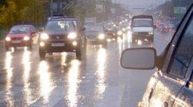 В столице из-за ливня наблюдается очень сложная транспортная ситуация