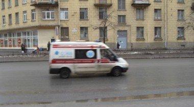 «Скорая» перевернулась в Москве после столкновения с грузовиком