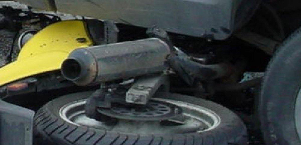 В Москве мотоциклист попал в аварию и сбежал, бросив машину и… боеприпасы