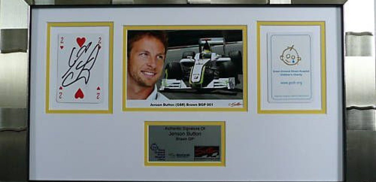 Получить портрет любимого пилота Формулы-1 с автографом очень просто