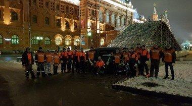 Ледяная горка в центре Москвы и бензопилы STIHL