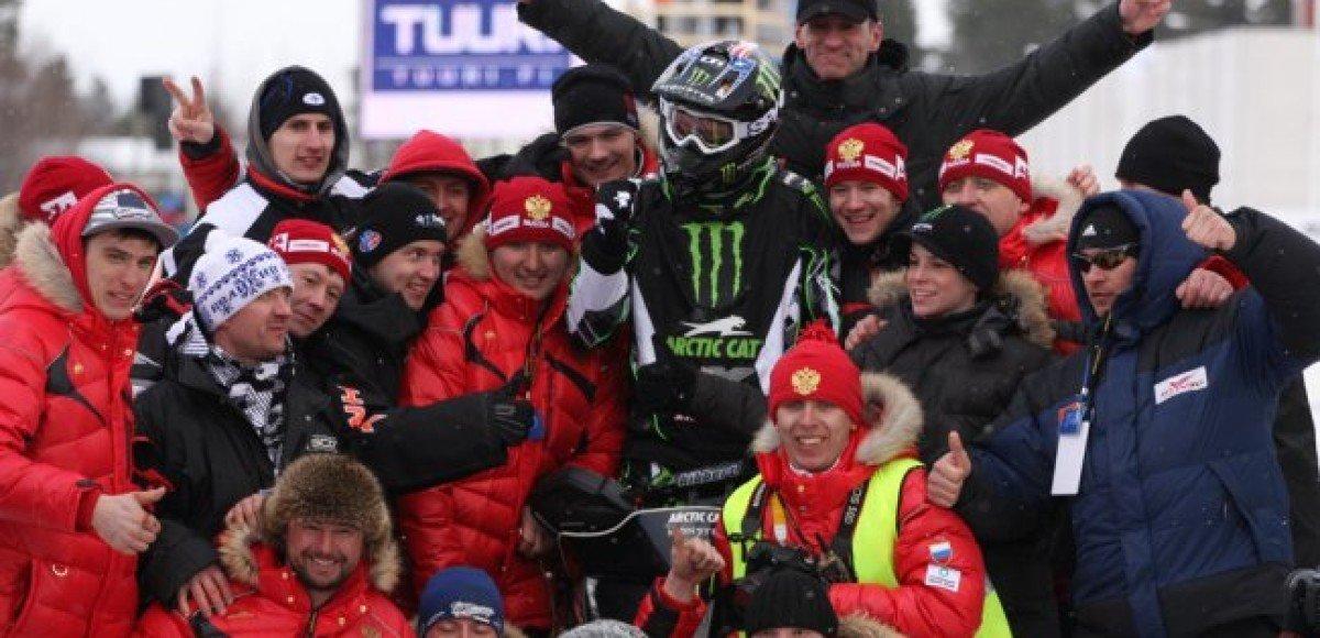 Такер Хибберт участвует в Чемпионате мира по снегоходному кроссу FIM