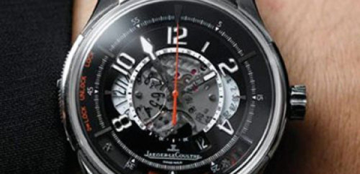 Для владельцев Aston Martin DBS изобрели специальные часы-ключ