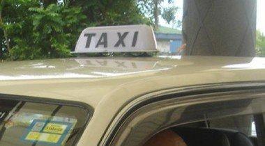 В Екатеринбурге у таксиста отняли машину