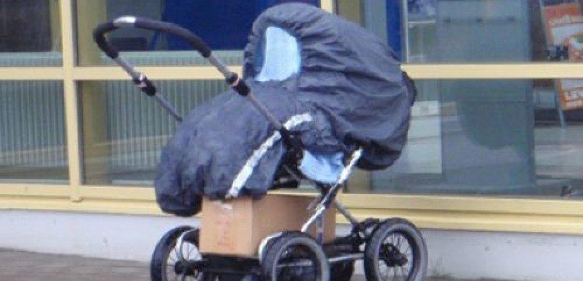 В Бутово автомобиль ВАЗ сбил женщину с коляской