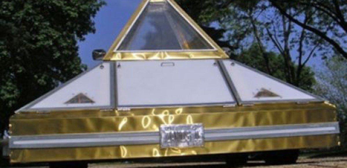 Американец создал автомобиль-пирамиду