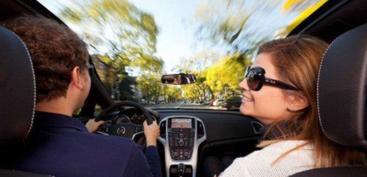 Opel Astra GTC теперь с панорамным лобовым стеклом