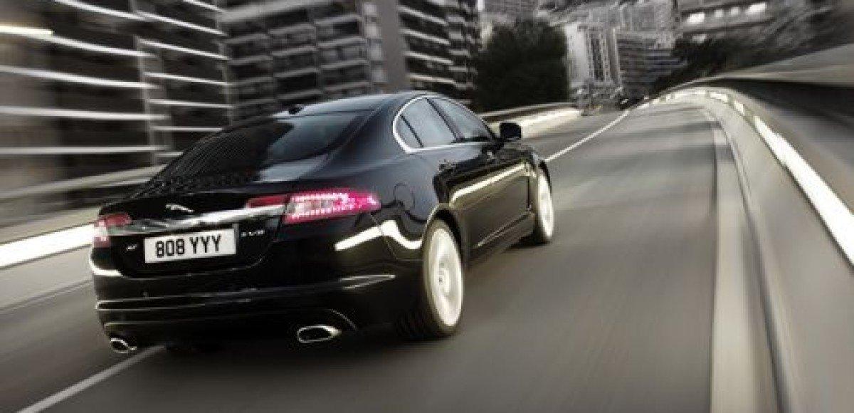 Среди автомобилей представительского класса женщины выбирают Jaguar XF