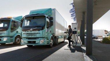 Электрогрузовики Volvo поступили заказчикам