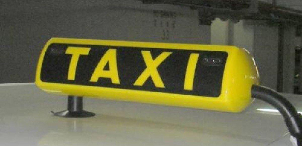 После терактов в метро в Москве выросли цены на услуги такси