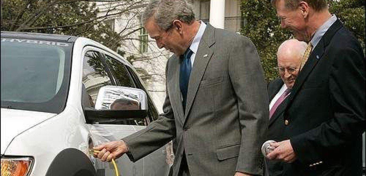 Джордж Буш: «беспорядочному краху» автопрома США не бывать!