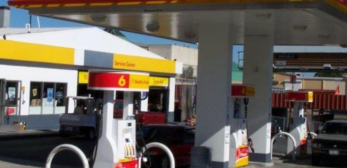 Бензин дешевеет. В России медленнее, чем в США