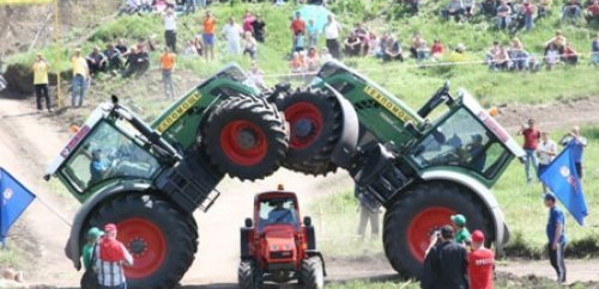 «Бизон-Трек-Шоу 2009». Тракторная акробатика