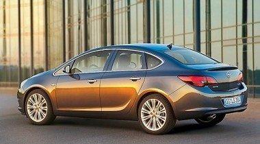Opel Astra Sedan. Осенний урожай