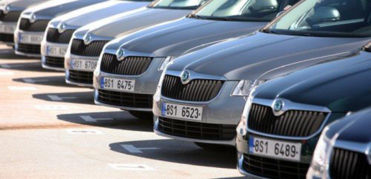 Импорт легковых автомобилей снизился в августе на 74%