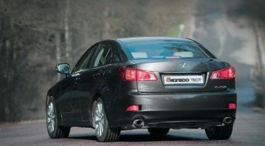 На западе Москвы взорвали автомобиль; повреждены еще два