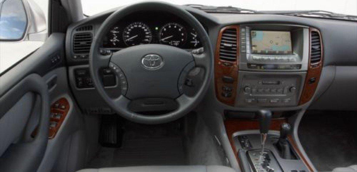 В Москве в автомобиле Toyota обнаружен труп генерал-майора ФСБ
