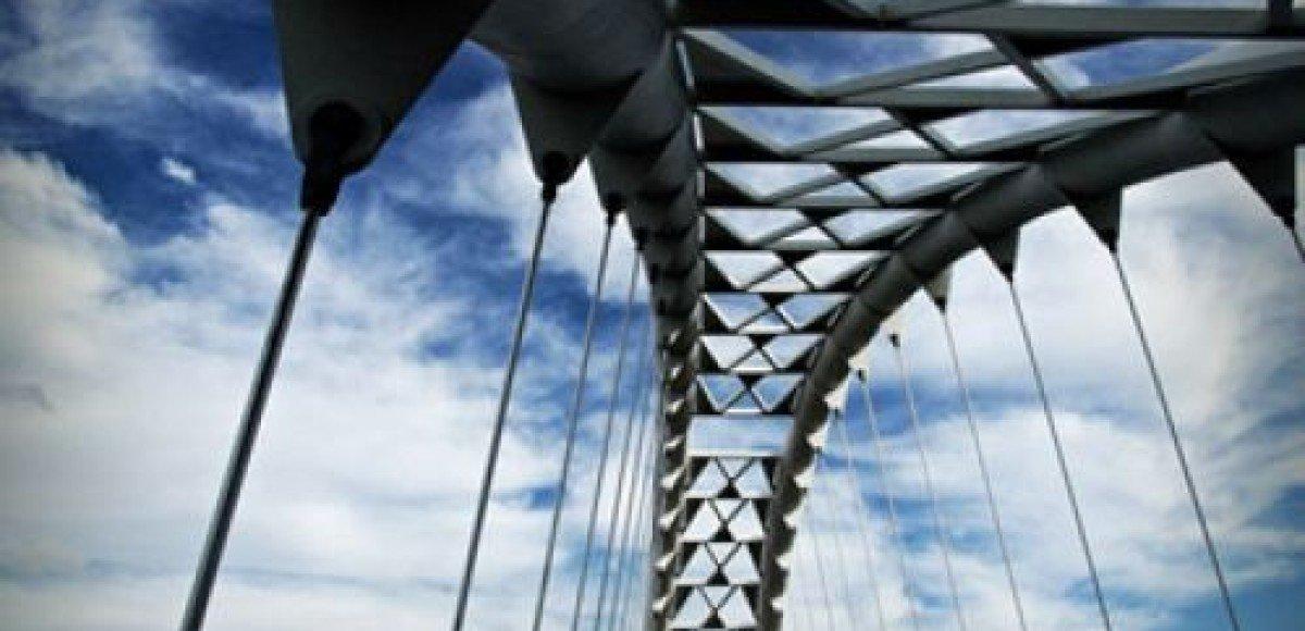 «Танцующему» мосту в Волгограде поправят аэродинамику