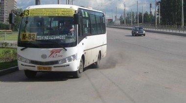 Водитель автобуса избил на остановке пассажирку