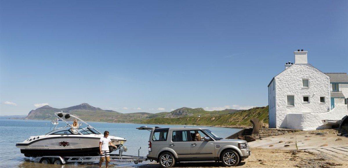 Внедорожник Land Rover Discovery 4 признан лучшим буксировщиком 2013 года