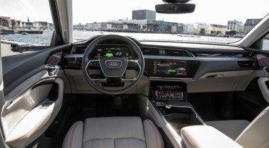 Audi рассекретила интерьер кроссовера e-tron