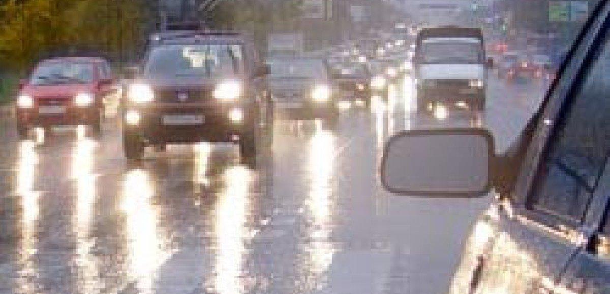 Из-за угрозы бури ГИББД Москвы просит москвичей отказаться от поездок на автомобиле