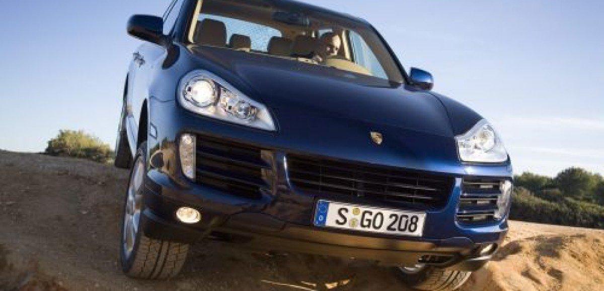 В Москве на ходу расстреляли Porsche Cayenne