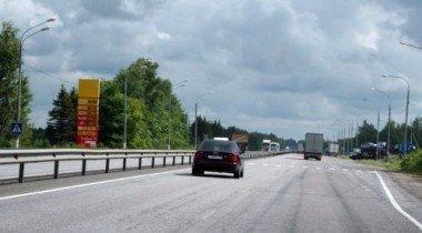 Движение на МКАД затруднено из-за столкновения четырех грузовиков