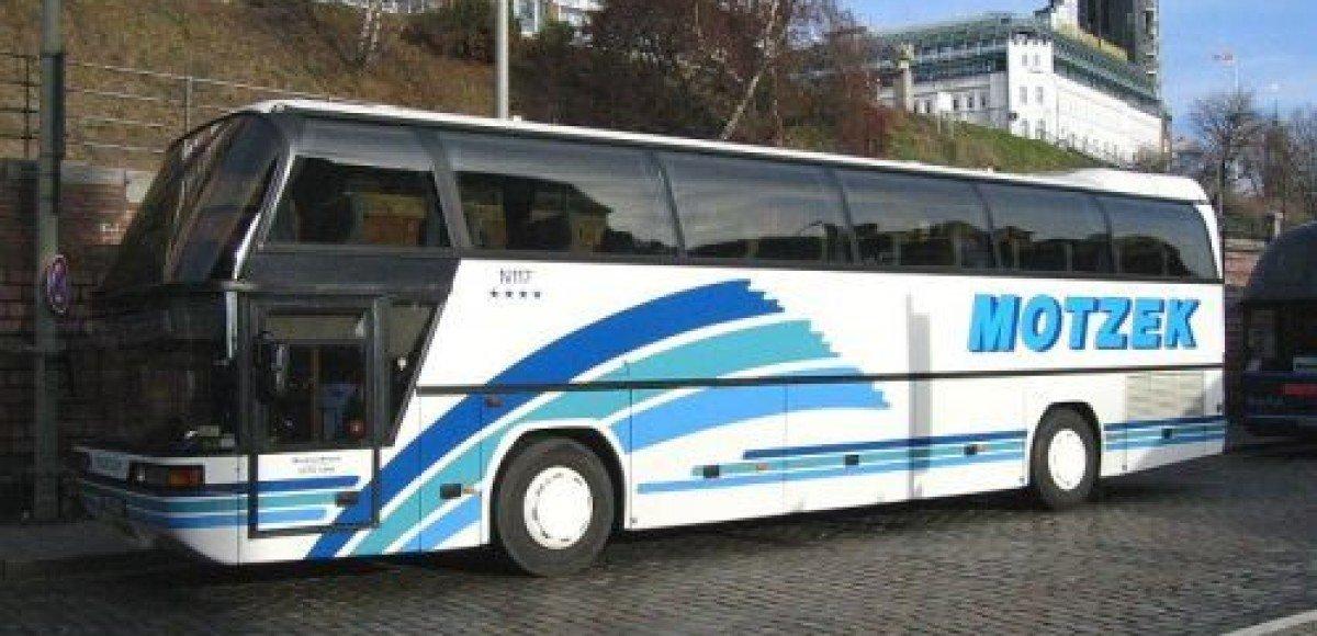 В графстве Стаффордшир перевернулся автобус