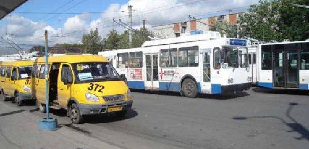 На юге Москвы перевернулось маршрутное такси