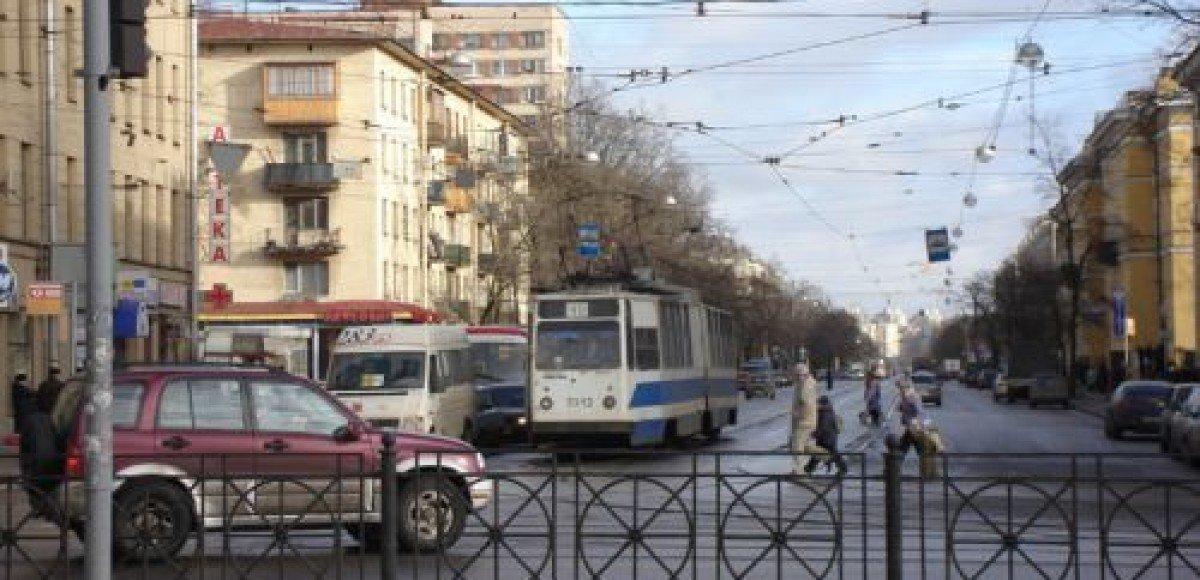 В Петербурге злоумышленники ограбили водителя прямо на перекрестке
