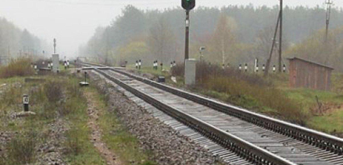 В Подмосковье пассажирский поезд столкнулся с грузовиком