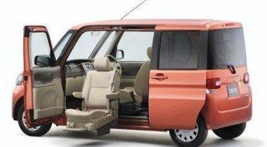 Daihatsu продает автомобиль для инвалидов Tanto Welcome Seat