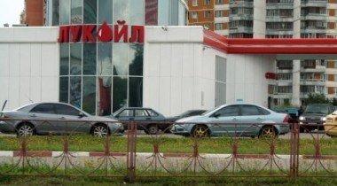 ЛУКОЙЛ не будет строить в Петербурге новые АЗС