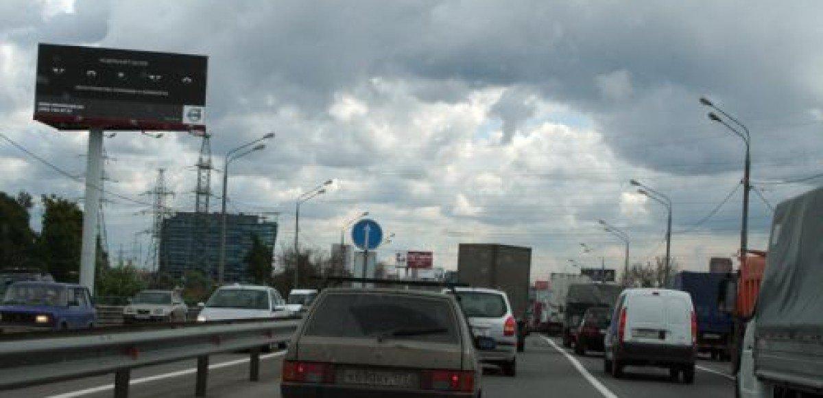 Московские власти обещают расширить Мичуринский проспект до конца года