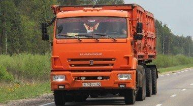 Польский фермер съехал на тракторе с пешеходной лестницы