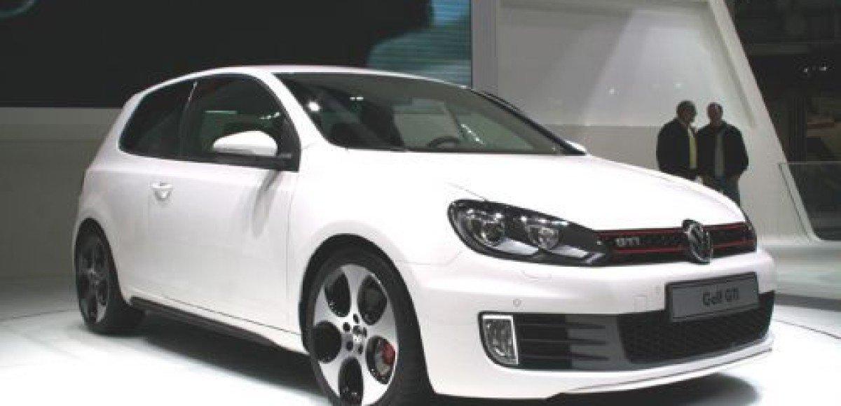 В салонах Volkswagen появился новый Golf GTI