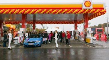 Shell открыла заправку с зарядной станцией для электрокаров