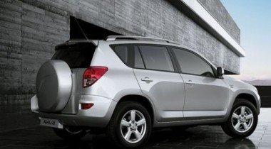 На аукцион выставлена Toyota RAV4 с электроприводом