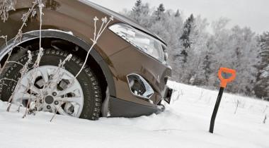 Как вытащить застрявший в снегу автомобиль