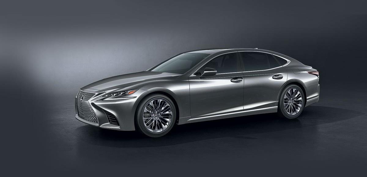 Lexus LS. Пошел на обгон