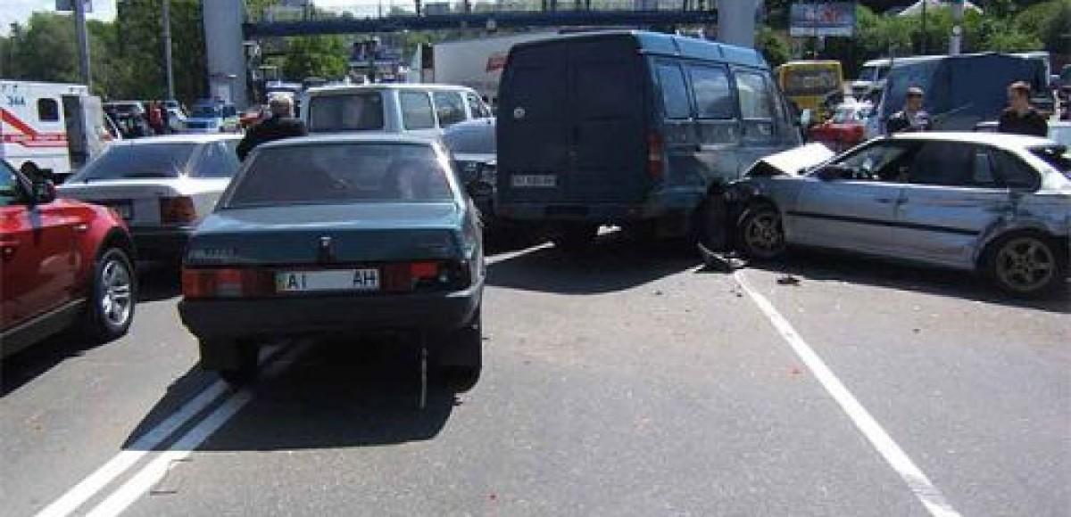 Микроавтобус, маршрутка и лесовоз столкнулись в Санкт-Петербурге