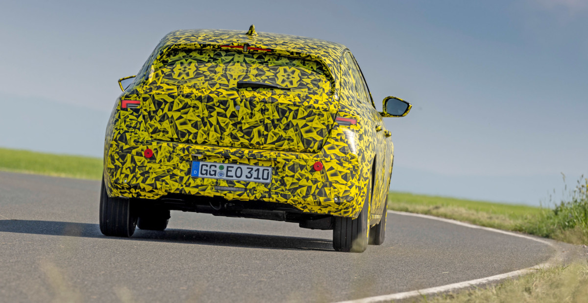 Новый Opel Astra «засветили» перед премьерой