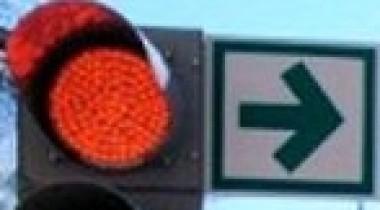 Правительство разрешило поворачивать направо на красный
