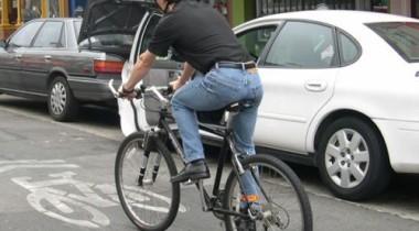 Вор-велосипедист сдался женщине-водителю