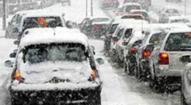 Москва встала в пробке из-за сильного снегопада