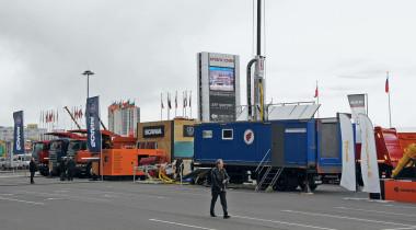 Кузова для ископаемых: карьерные самосвалы на выставке MiningWorld Russia