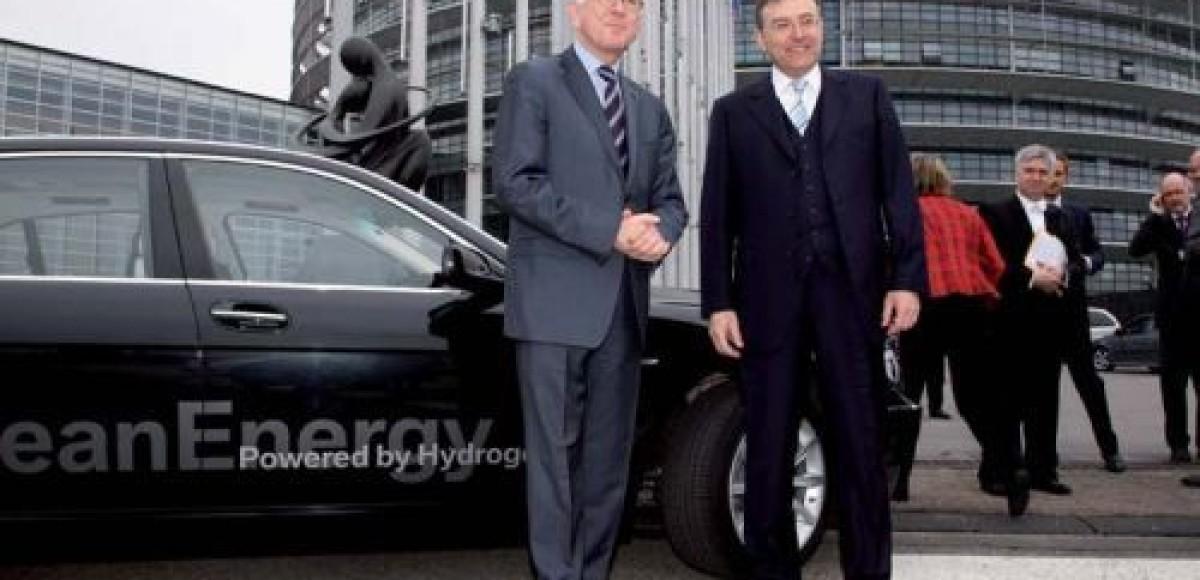Председателю Европарламента подарили водородный BMW