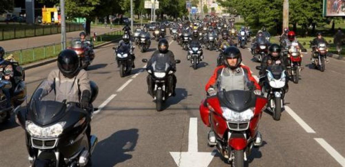 Чеченские байкеры почтили память Ахмата Кадырова мотопробегом до Москвы