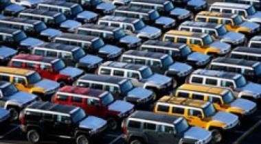 Автопроизводители хранят машины под открытым небом